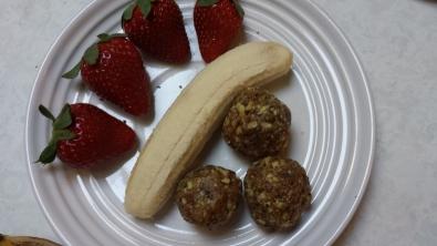 Caramel flavoured snack balls